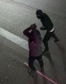 Politie zoekt verdachten van poging inbraak telefoonwinkel
