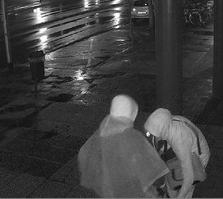 Politie zoekt daders van inbraak telefoonwinkel