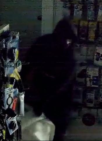 Inbraak in tankstation, wie kent de daders?