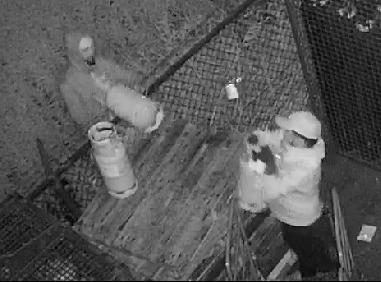 Politie zoekt mannen die gasflessen stalen