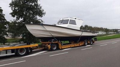 motorboot op trailer