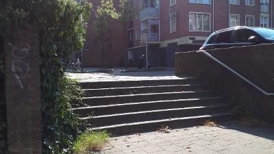 Amsterdam - Getuigen gezocht straatroof Zeeburgerdijk