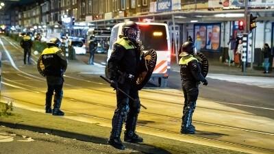 Rotterdam - Weer vier aanhoudingen in onderzoek rellen Rotterdam
