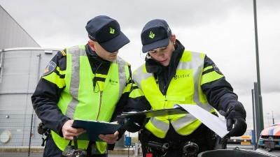 Baarn - 35 boetes uitgedeeld bij controle A1 en N221 bij Baarn