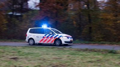 Tilburg - Tilburger slaat politieman in het gezicht
