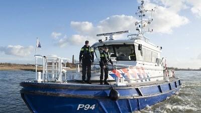 Dordrecht - Politie onderzoekt dodelijk scheepsongeval