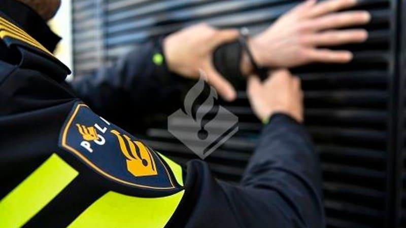 Leerdam - Beroving in Leerdam, politie houdt verdachten aan